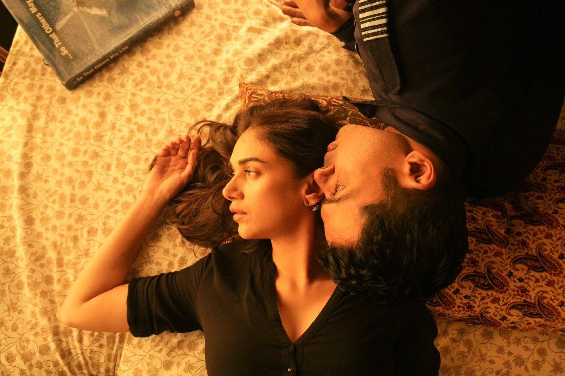Kaatru-Veliyidai-Cheliya-Karthi-Movie-Stills-1
